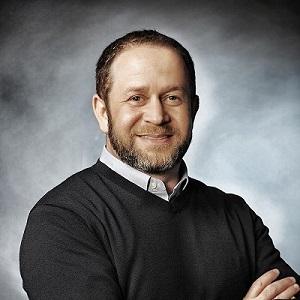 Dr Steven Tucker